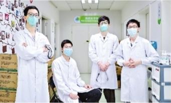 武汉市肺科医院icu病房4位90后男护士图片